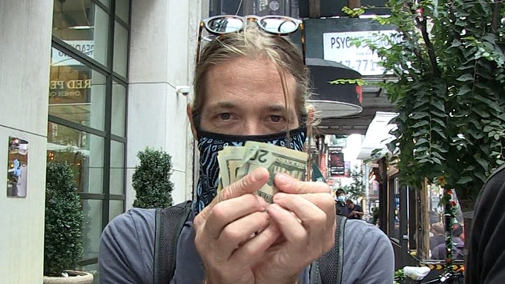 Foo Fighters' Taylor Hawkins Banking on NYC Autograph Seekers