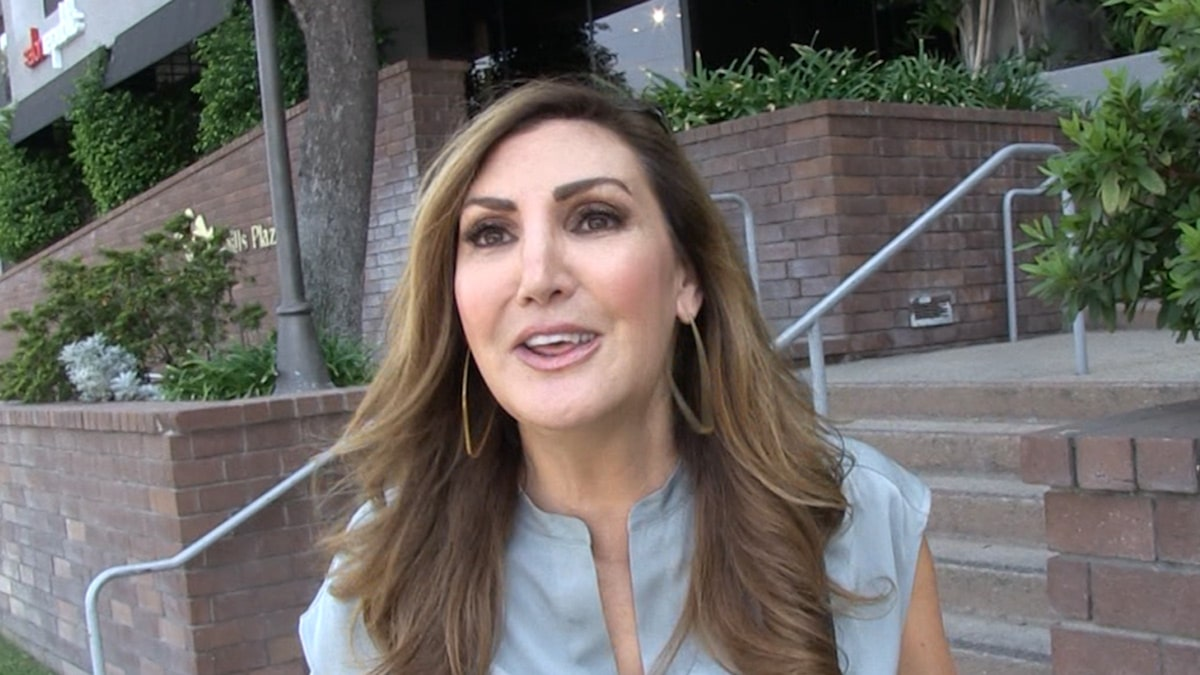 Heather McDonald Thinks Chrissy Teigen Tried to Make Her Look Bad